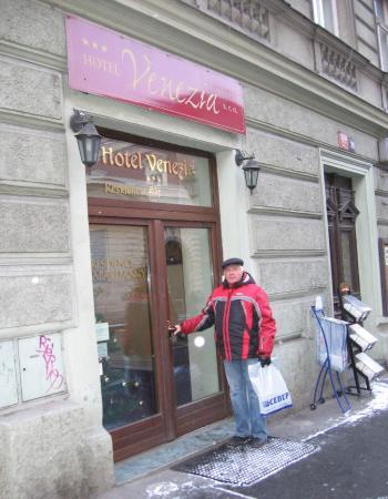 Hotel Venezia: вход в отель