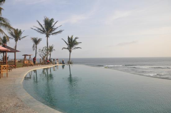 Queen Of The South Resort Infinity Pool