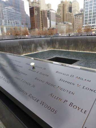 Reflecting pool at the 9 11 memorial picture of 911 - Ground zero pools ...