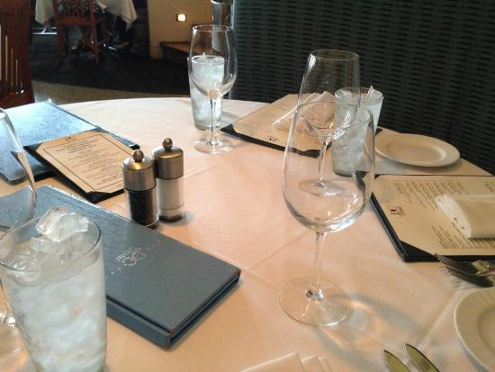 DC Coast Restaurant : センスの良いテーブルセッティング
