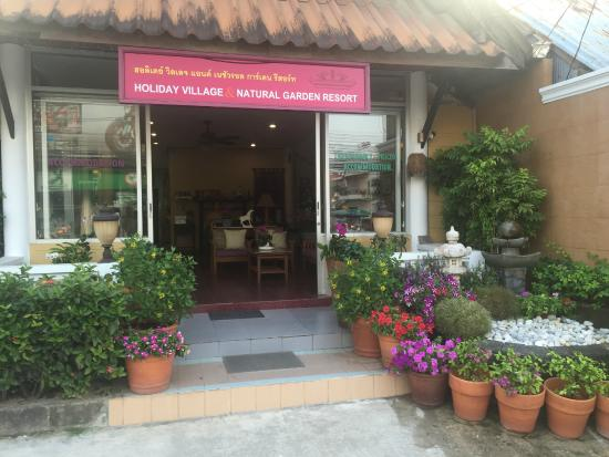 Holiday Village & Natural Garden Resort : Entrance