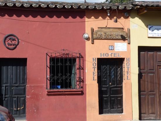 Hotel Los Encuentros: Entrance door