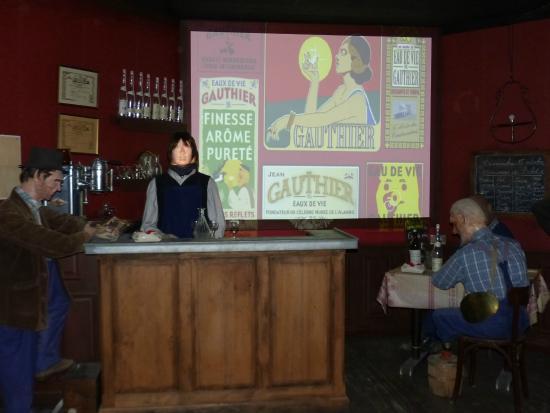 Musee de l'alambic - Distillerie Jean Gauthier: La projection en début de parcours