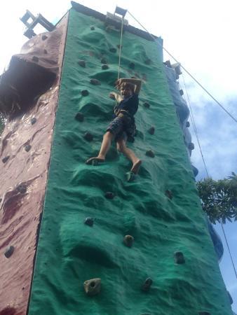 Boracayhouse: Climbing Wall @ D-Mall is good for kids