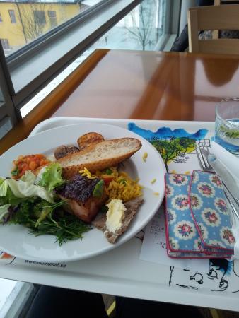 Restaurangen Moderna Museet : BBQ pork lunch buffet