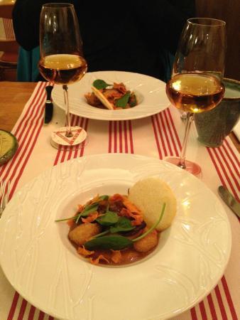 entrée au foie gras et purée et chips de patate douce - picture of