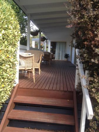 Yarra Glen Bed & Breakfast : The decking