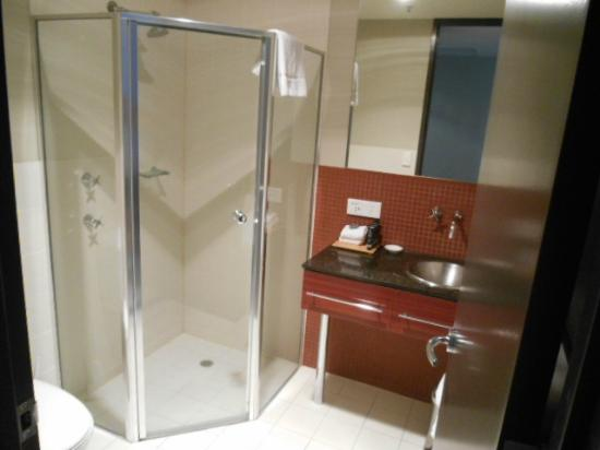 Bathroom and Shower - Picture of Mantra Hindmarsh Square, Adelaide ...