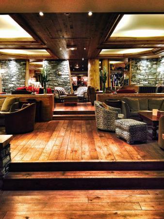 Hotel les Barmes de l'Ours : The lobby