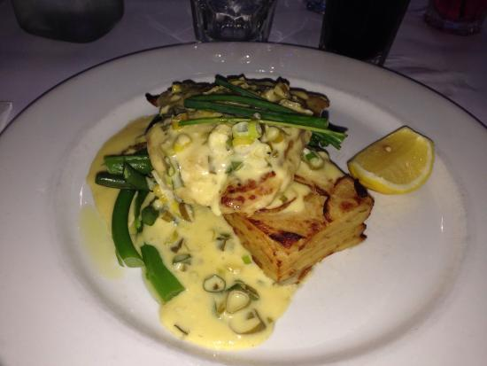 Grumpy's Barefoot Steak, Seafood and Grill Bar: Grumpy's special grilled snapper with lemon butter sauce, potato gratin stack & green veges