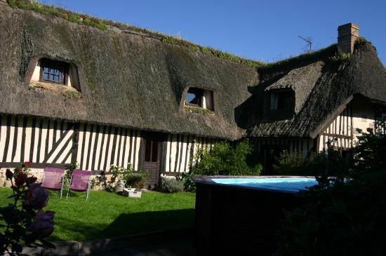 Long re avec piscine pour l 39 t et sauna bild von for Piscine de la conterie