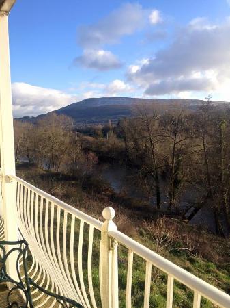 Llanwenarth Hotel & Riverside Restaurant : View from the room