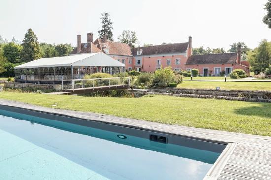 Les Ecrennes, Frankrijk: La piscine