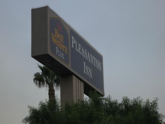 Best Western Plus Pleasanton Inn : Sign