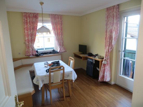 Hotel Heitzmann: Living Area in Room 200