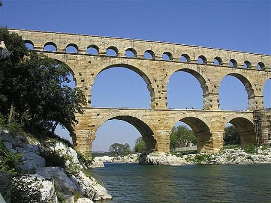 The Aqueduct From Upstream Picture Of Pont Du Gard Vers