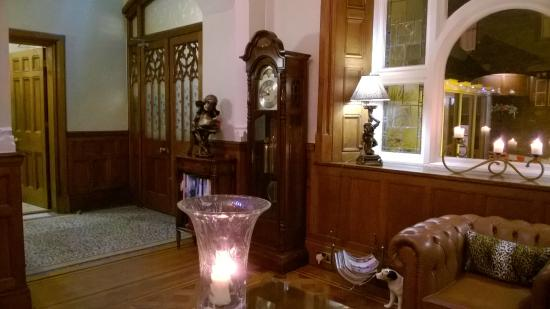 Applegarth Villa Hotel And Restaurant: Inner Front Door