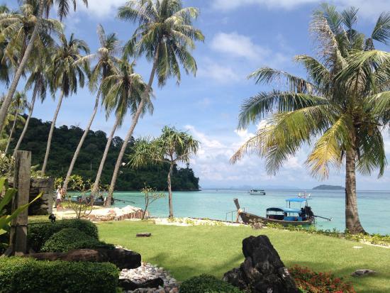 Phi Phi Island Village Beach Resort : Vista da praia privativa do hotel