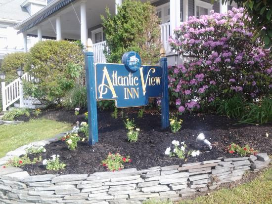 Atlantic View Inn: The water is a short walk from this point