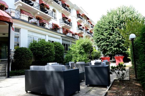 Carlton Lausanne Boutique Hotel : Outside Wine&Lounge Bar