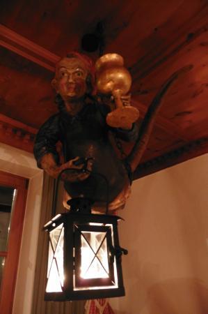 Hotel Gletscherblick: funny lamp in dining room
