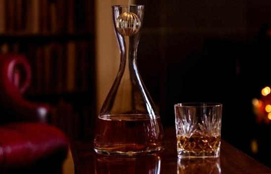 The Knowe B&B: A wee dram by the fire