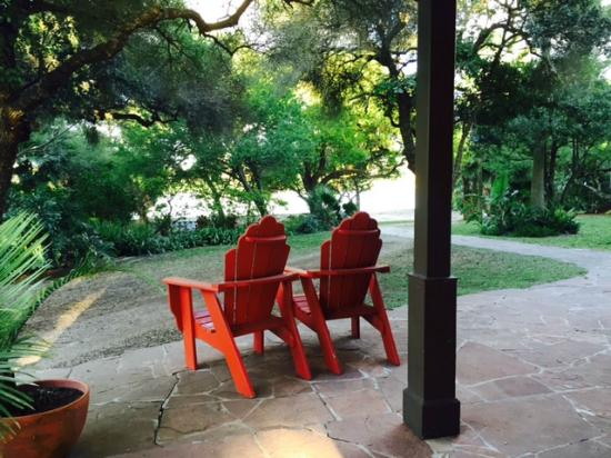 The Inn at Chachalaca Bend : back lawn