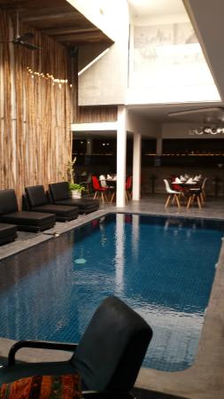 Le Blanc Boutique Hotel : pool and restaurant