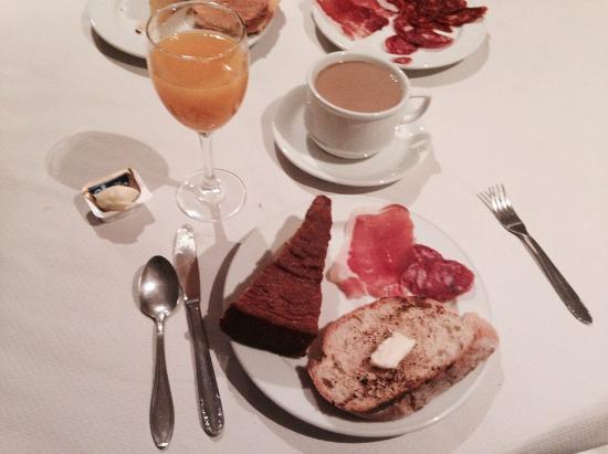 BENAXO - Casa de Turismo Rural: Breakfast with produce from Loli's farm
