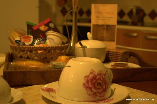 La Cantonella : Self-service breakfast - colazione self-service