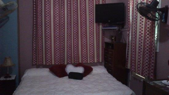 Casa Katy y Humberto: Cuarto  con la  cama king size