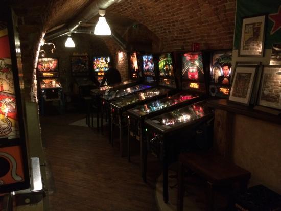 Chmiel Beer Pub: Pinball crazy