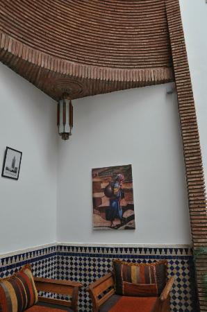 Riad Le Marocain: main wall