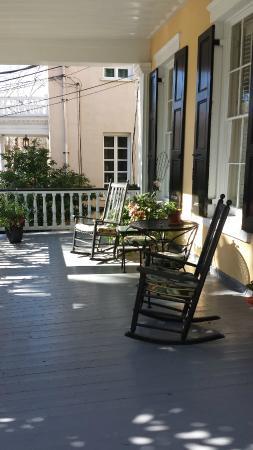 Jasmine House Inn: Front porch