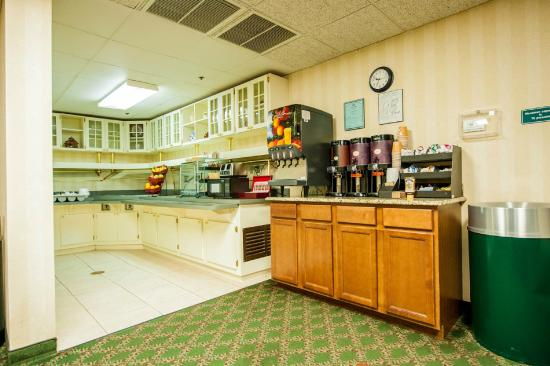 Greystone Inn & Suites: Breakfast Area