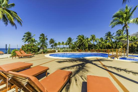 Hotel Iguanazul: View of the pool