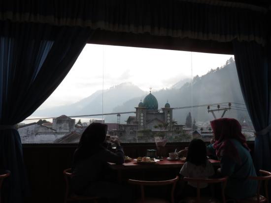 Hotel Mahara : view at breakfast
