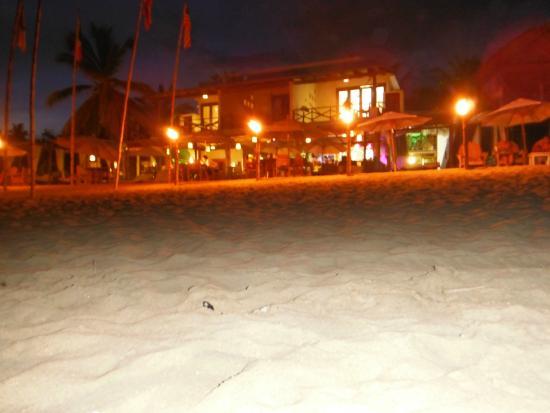 Hotel Nude Zipolite: Vista nocturna del hotel