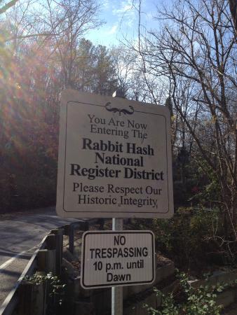 Rabbit Hash General Store: entering Rabbit Hash