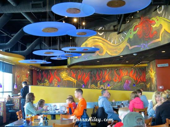 HuHot Mongolian Grill: Open dining