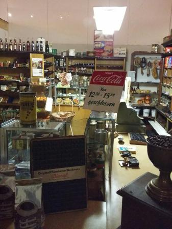 Kevelaer, Allemagne : Old shop in museum.