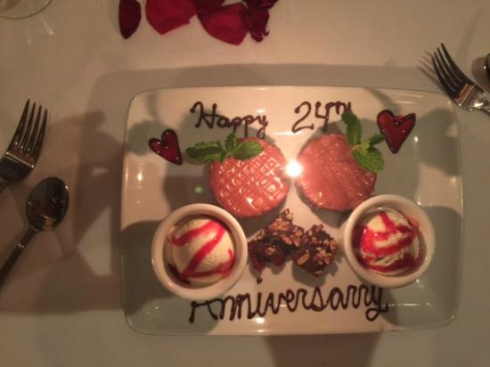 Ruth's Chris Steak House: Anniversary Dessert