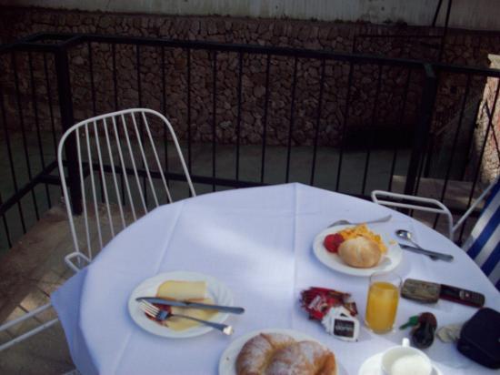 El Encinar Valldemossa Hotel: Desayuno en la terraza
