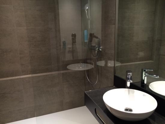 Top Modernes Bad - Sehr Geschmackvoll! - Bild Von Numberone Hotel