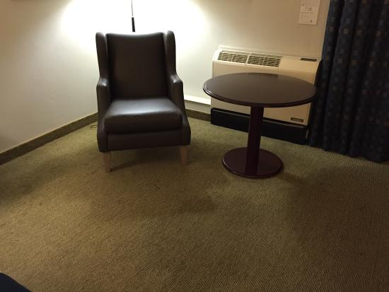 Holiday Inn Leicester: Depressing standard room