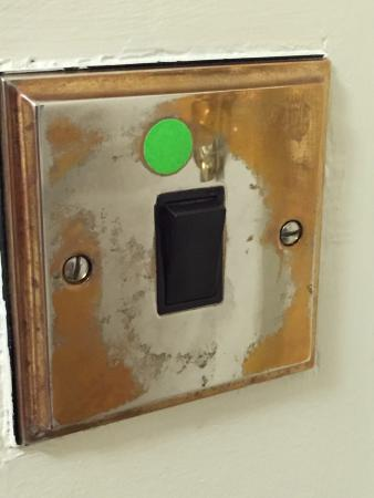 Holiday Inn Leicester: Tarnished light switch