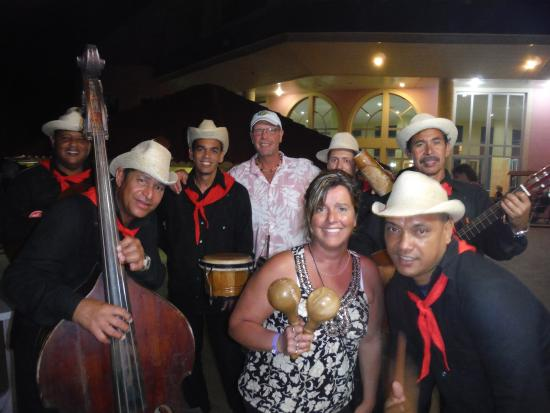 Brisas del Caribe Hotel: The band!