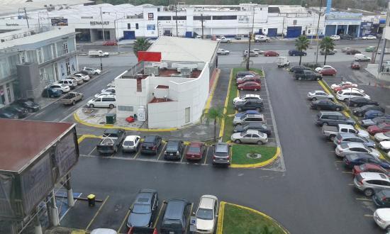 Fiesta Inn Monterrey Fundidora: Vista de la habitación hacia Carretera Miguel Alemán.