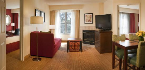 Residence Inn Jacksonville Butler Boulevard: Guest Room