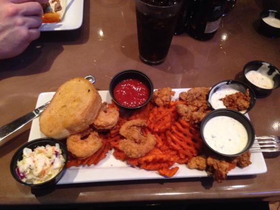 Mike Andersons Seafood: Great platter!